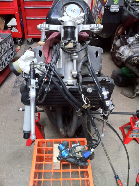 Yamaha FZR 600 with front end, includng forks removed.